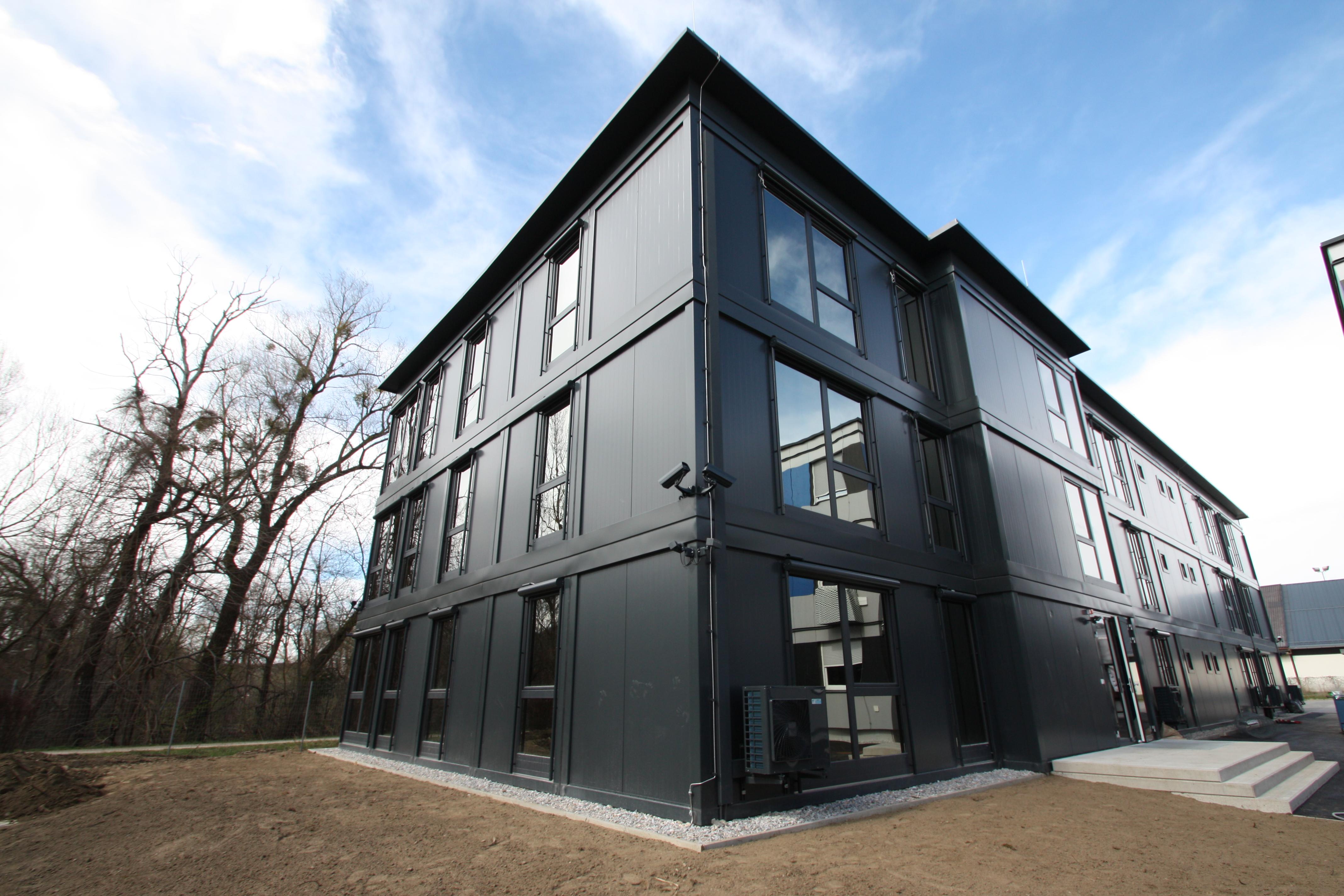 3-geschossiges Gebäude aus hochwertigen Raummodulen